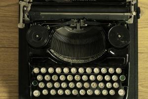typewriter-472849_1920